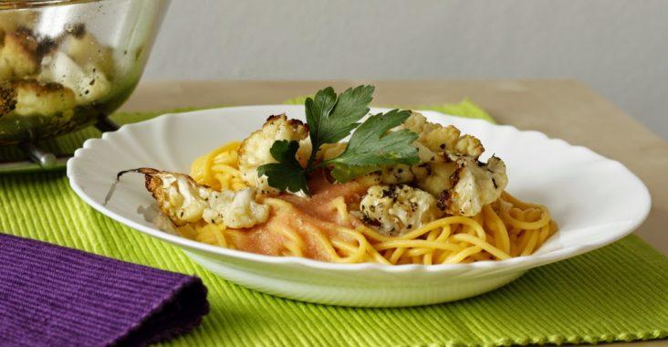 bezlepkové špagety s rajčatovou omáčkou a pečeným květákem