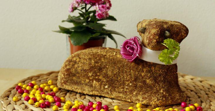 vegan Velikonoce - velikonoční beránek s datlovým sirupem