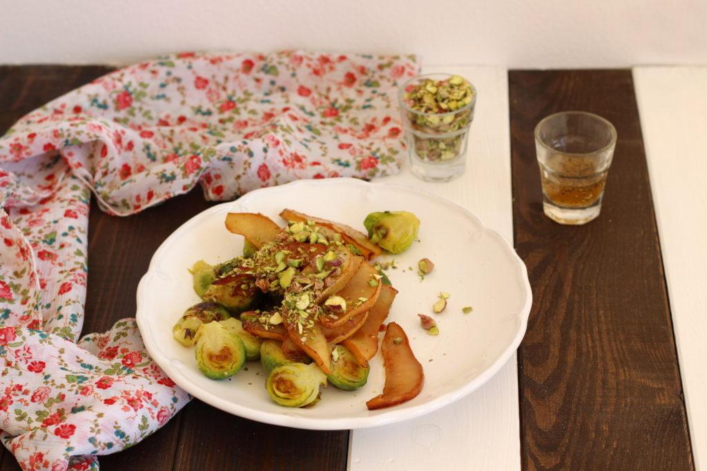 hruška karamelizovaná na javorovém sirupu a kapustičky