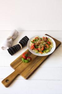 salát z bulguru a jahod