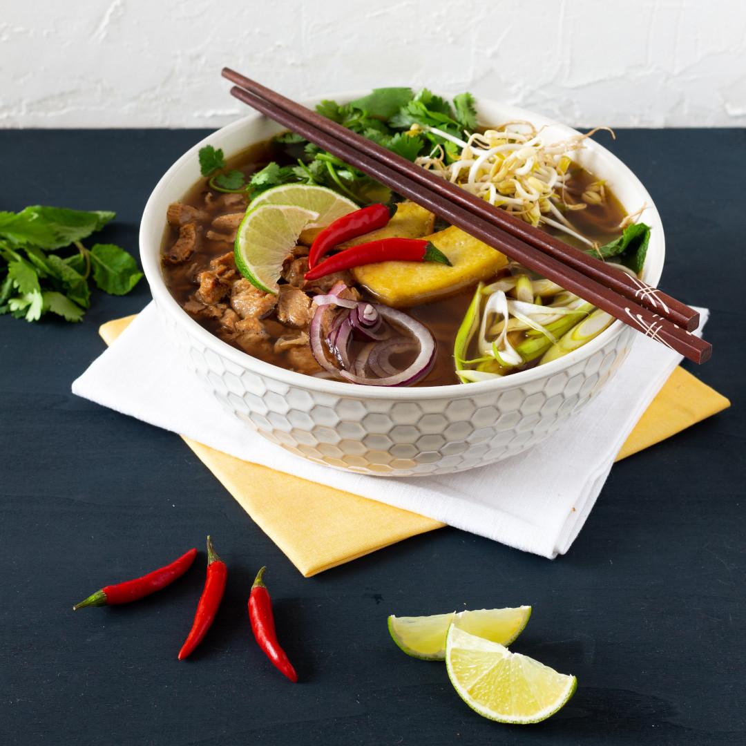 vietnamská polévka pho ve vegan verzi